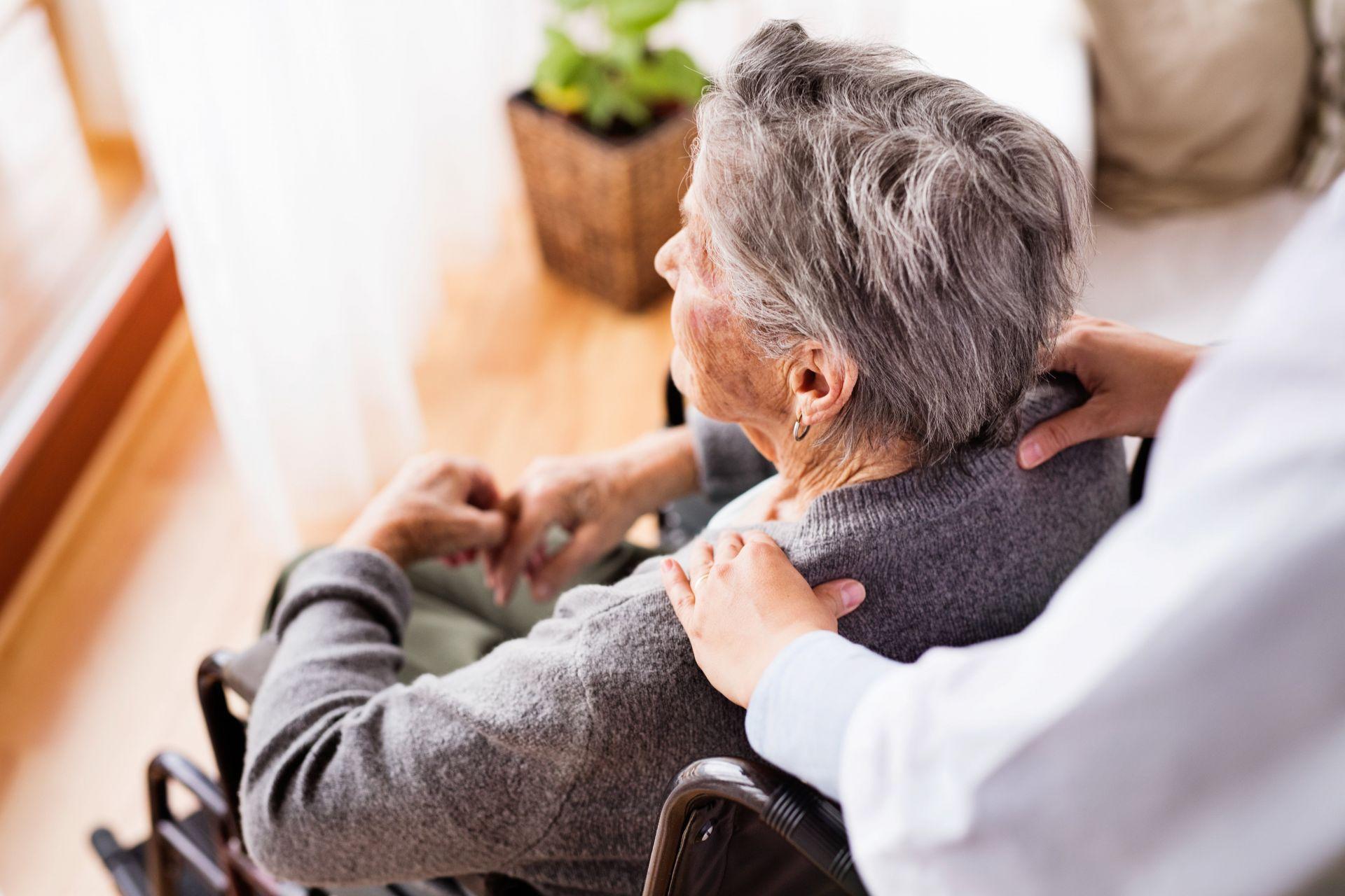 adobestock 177731989 min - 24-Stunden-Betreuung als dritte Säule in der Pflege